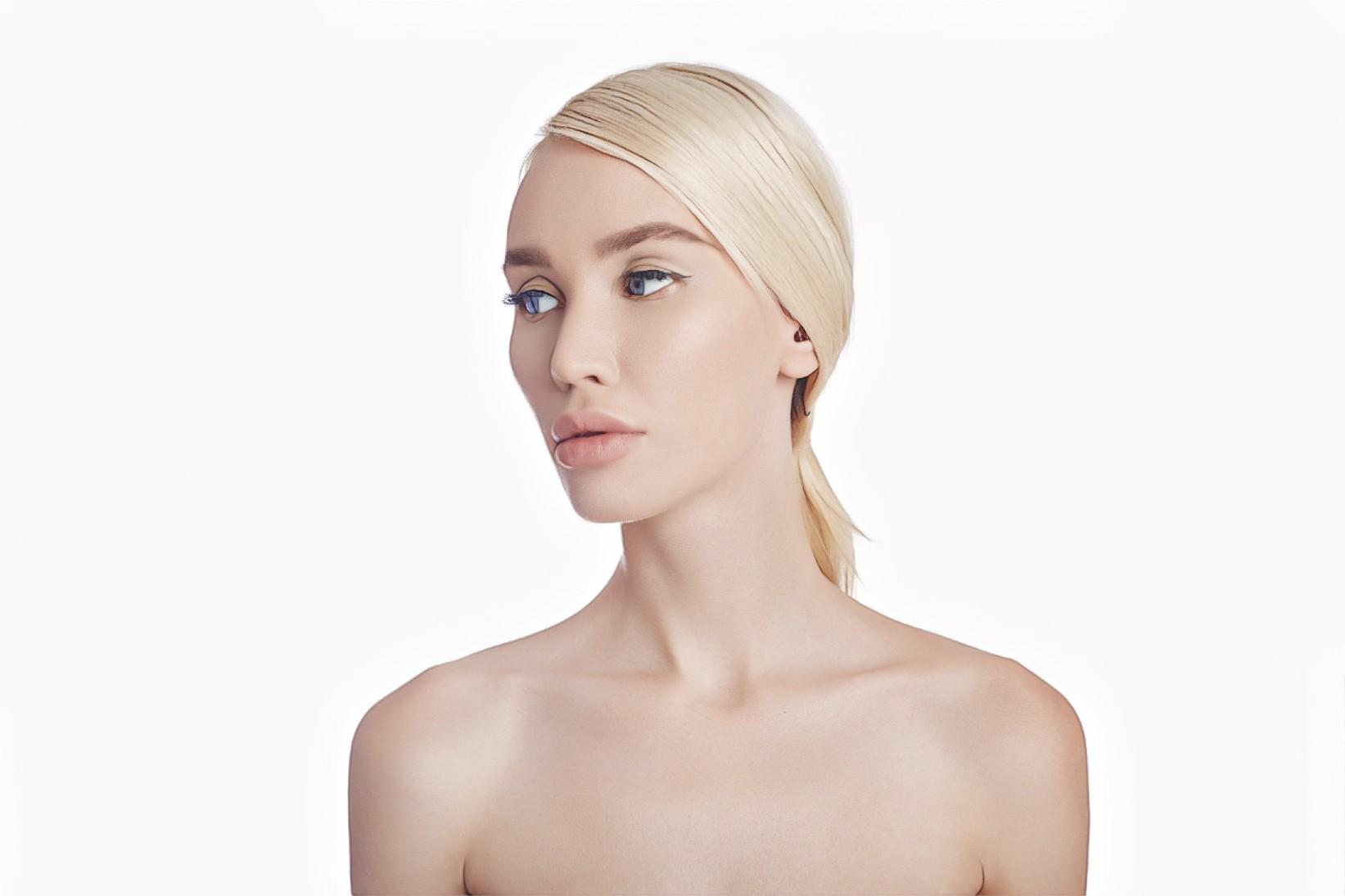 фото девушки после процедур с гиалуроновой кислотой