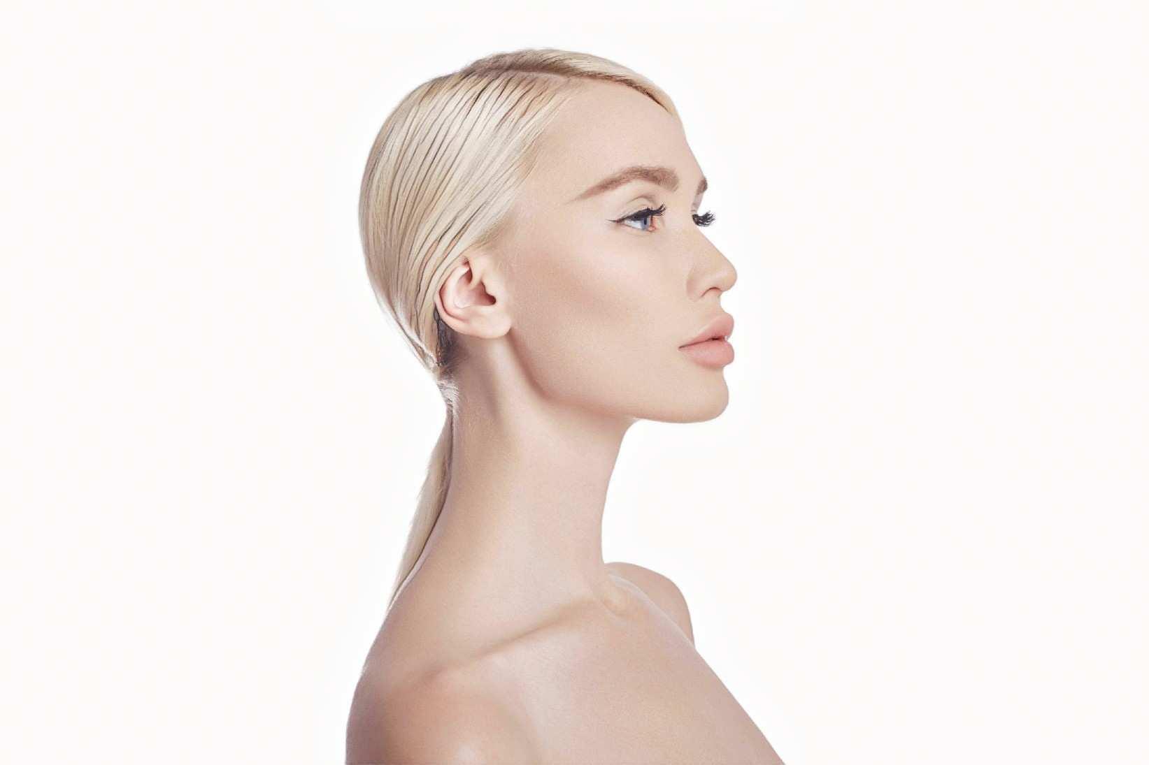 фото девушки после контурной пластики губ