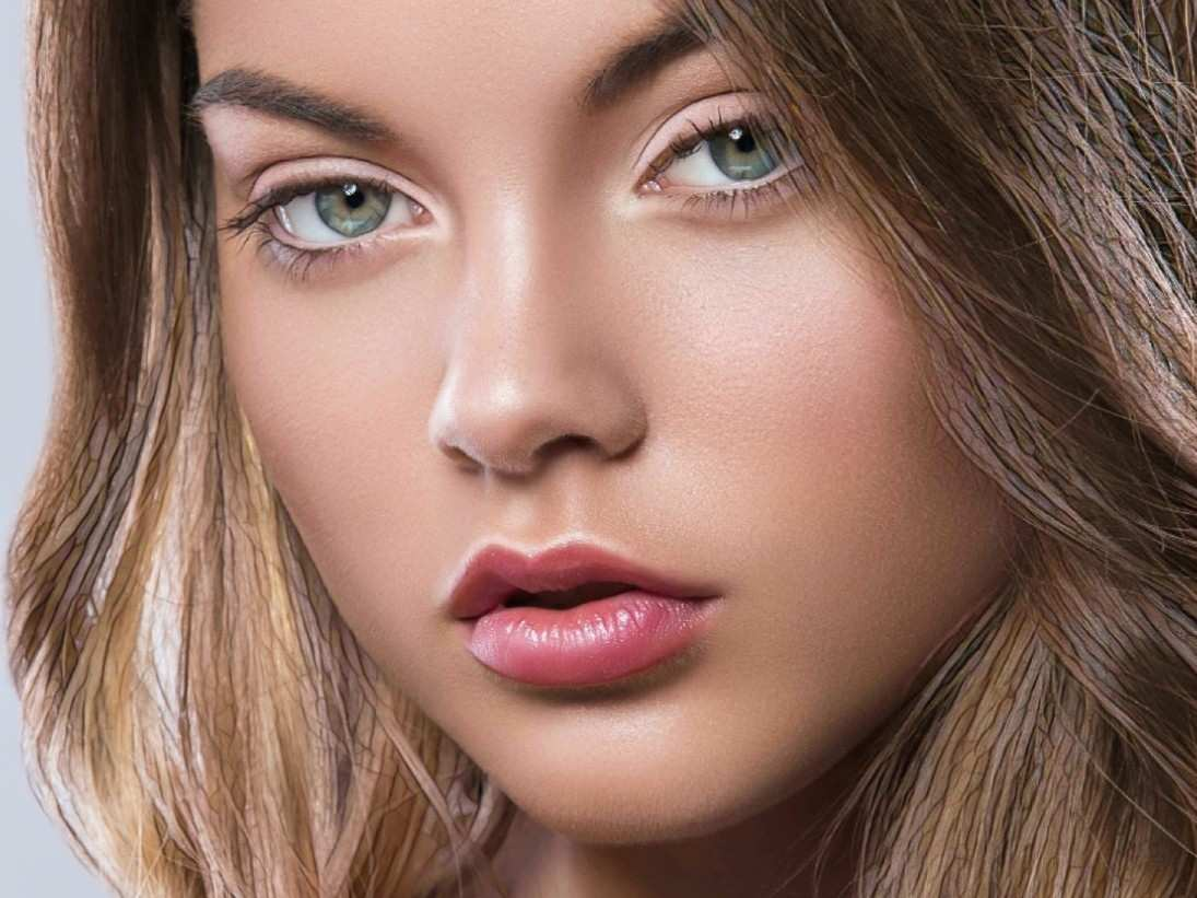 результат контурной пластики губ у молодой девушки