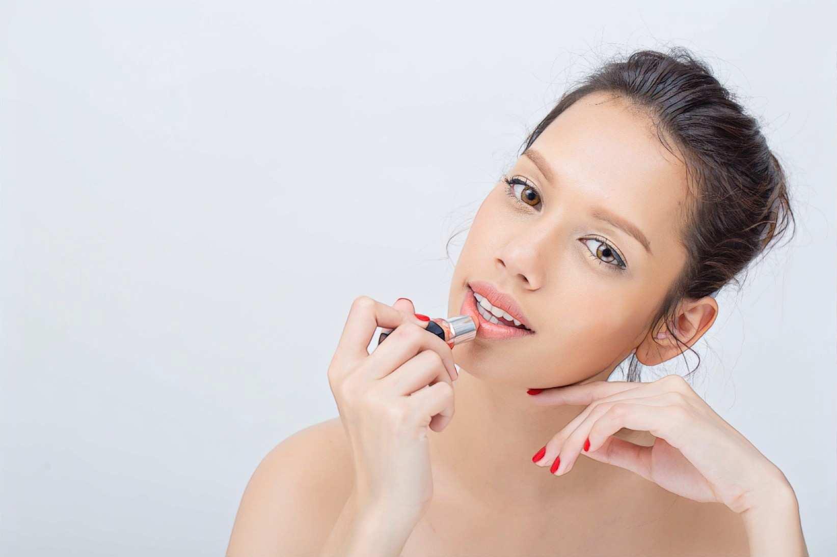 Контурная пластика губ гиалуроновой кислотой: побочные эффекты