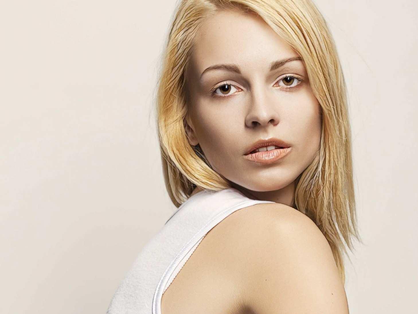 фото девушки после ботулинотерапии у косметолога