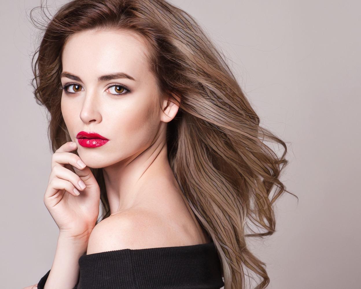 фото женщины с красными губами