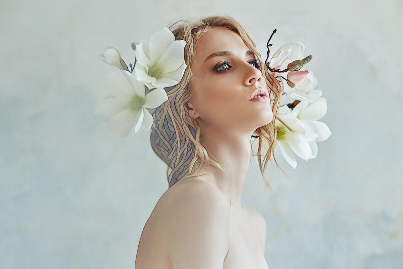 с цветами на голове