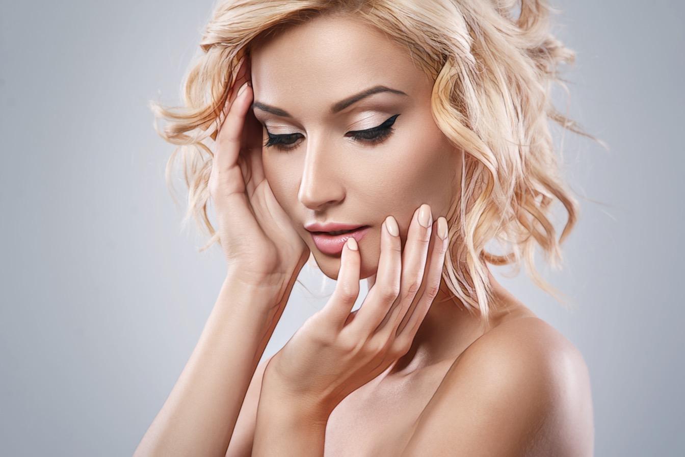 Контурная пластика лица филлерами: какие препараты используют косметологи
