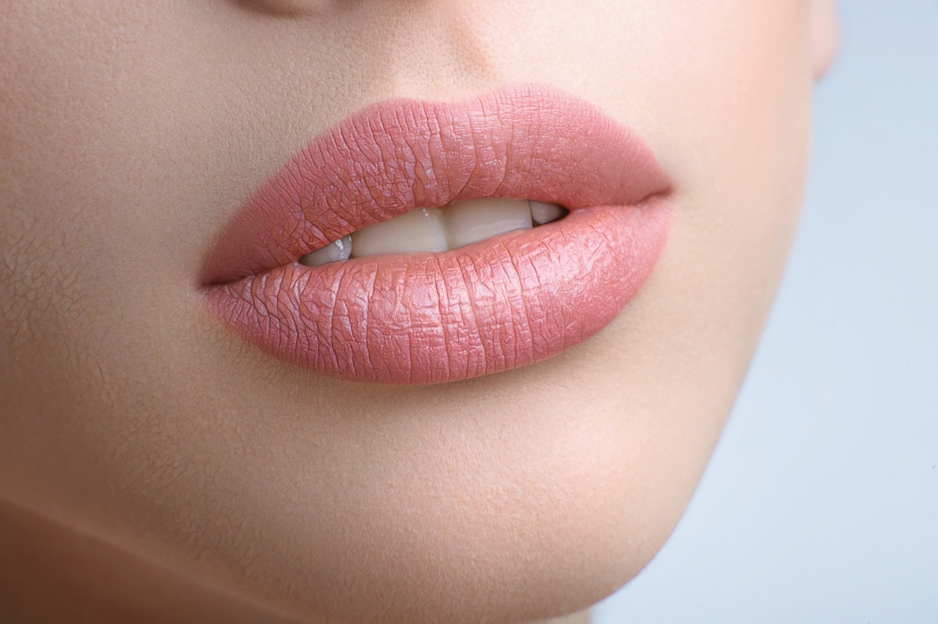 фото женских губ