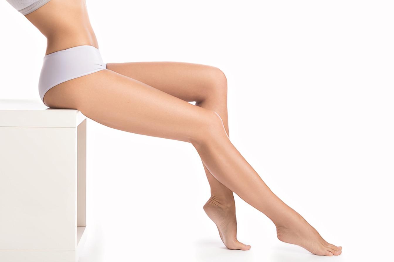 гладкие ноги после шугаринга