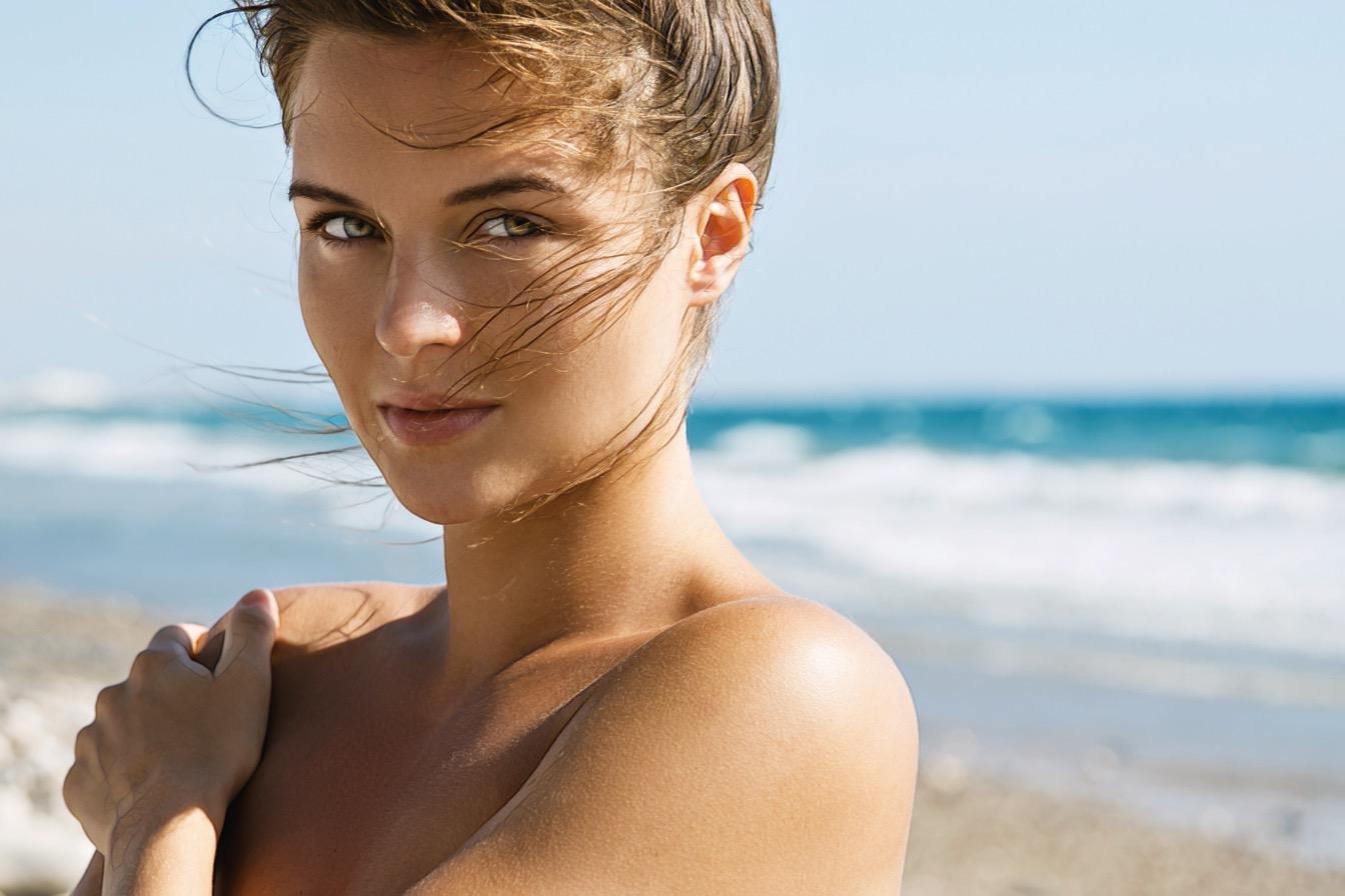 девушка на море